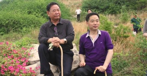 海南省委书记卫留成同志(左)视察yabo亚博体育