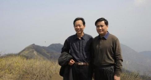 驻马店市常委常务副市长武国定同志(右)考察白云山