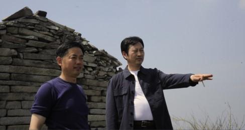 河南省副省长宋璇涛同志(右)视察白云山