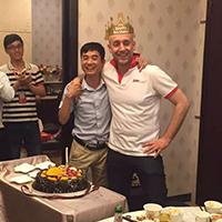 我们和意大利厂家的朋友们一起度过他们在中国的生日: 生日快乐DUDE!