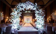 婚礼仪式亭与拱门