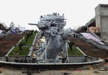 施工现场_广场雕塑龙