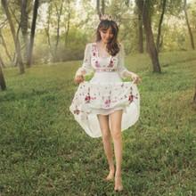 韩版复古赫本风圆领睫毛蕾丝花边长袖蓬蓬公主连衣裙