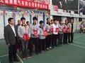 总经理为2013年度春季运动会获奖员工颁奖