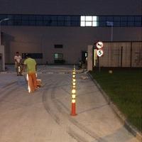美世豪磨具厂区停车位划线,减速带安装,标牌安装,分道柱安装