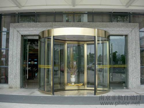 公寓大厅三翼旋转门效果图
