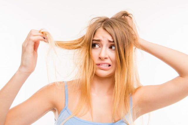 漂发后如何修复受损干枯的头发?