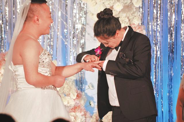 穿婚�迎娶新娘