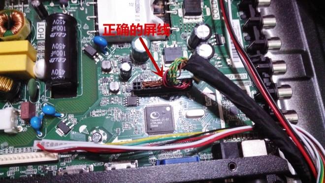 于是,把它拿出来仔细检查,当用万用表测量flash芯片时,发现第?譹?