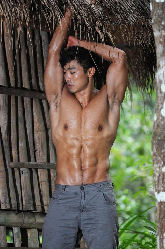柬埔寨丛林小木屋肌肉猛男展野狼本色