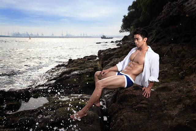 柬埔寨型男本色-海滩唯美画风-岩石般棱角腹肌