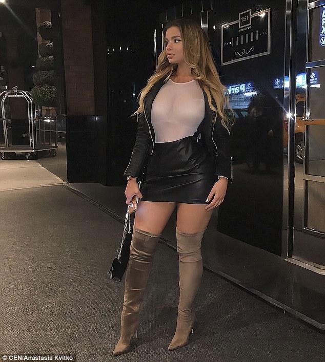阿娜斯塔西娅透明白色衣服性感街拍