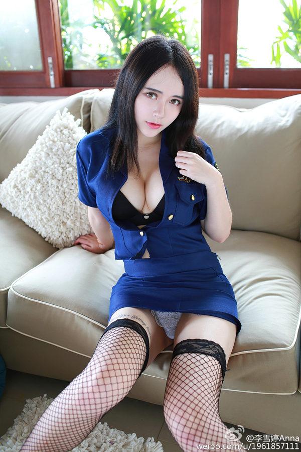 湘妹子李雪婷Anna女警制服网格黑丝沙发性感私房写真
