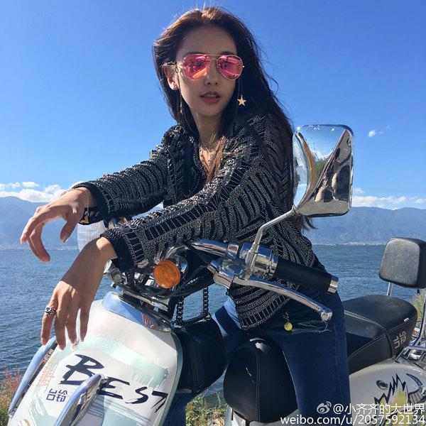 厦门美女齐琦骑摩托车酷炫写真图片