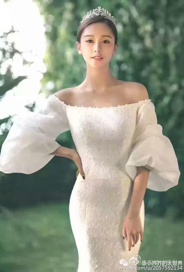 90后平面模特齐琦户外婚纱写真
