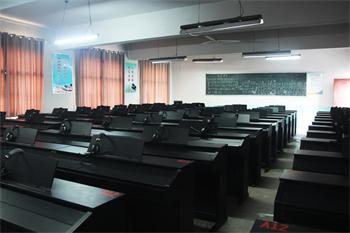 數碼鋼琴實訓室.jpg