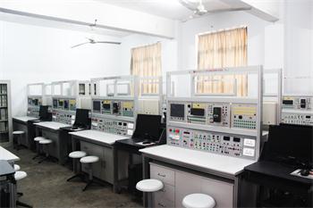 PLC实训室 (1).jpg