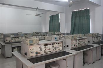 電子產品裝配實訓室 (3).jpg