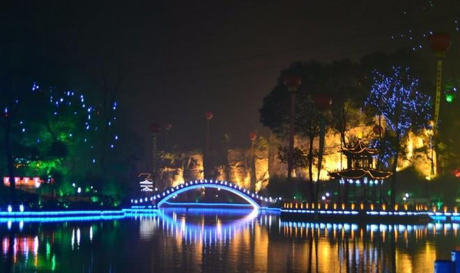 西海湖夜景1_看图王.jpg