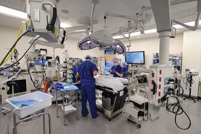 hopkins-hospital_0.jpg