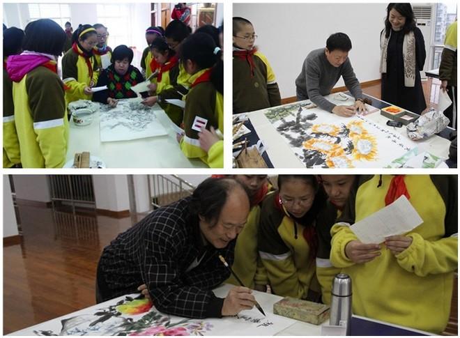 2012112800 高雅艺术进校园上海书画院浦东分院组织部分画家到上海市浦东模范中学示范4.jpg