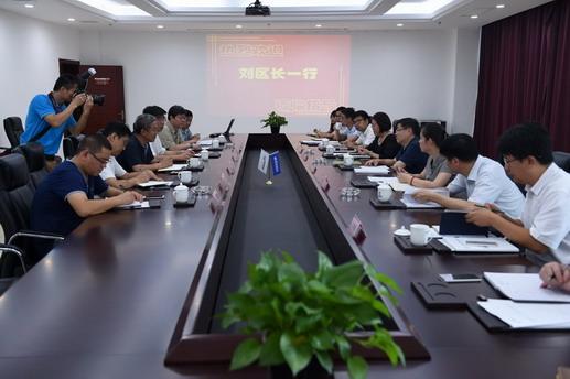 0928金山区委常委、副区长刘健莅临上海蓝滨调研.jpg