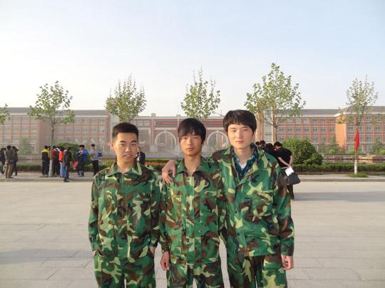 2013年省赛崔之玲、李梦、高亮获得《工程测量》三等奖.JPG