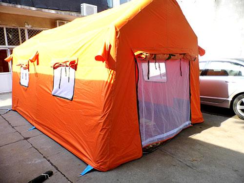 橘黄色充气帐篷.jpeg