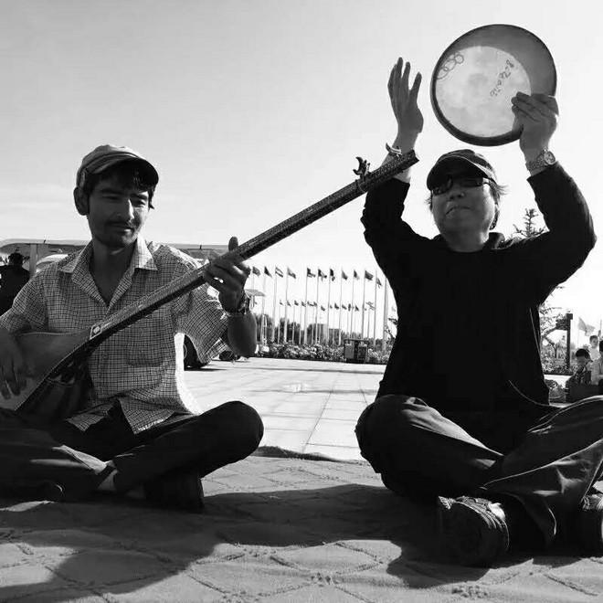 05_丁筱芳在新疆采风.jpg