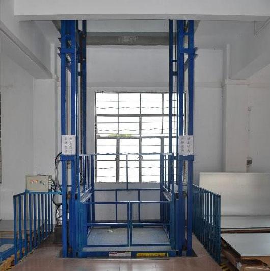 货梯.jpg